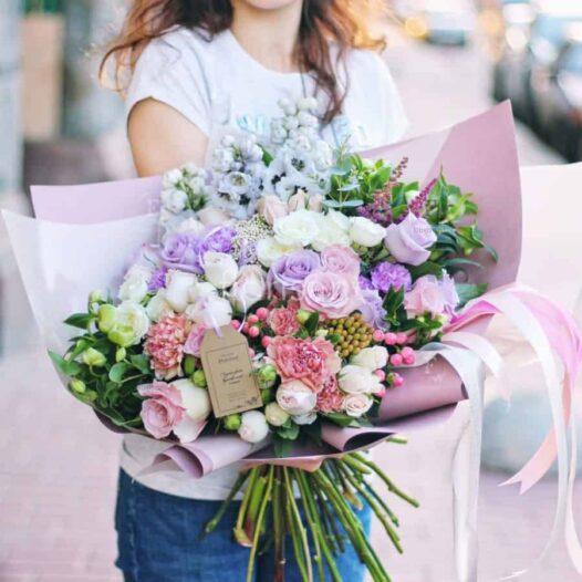 Нежный букет из пудровых роз