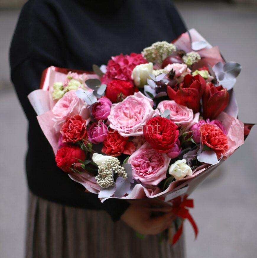 60D1E82F A200 49D3 A5F3 98C4B40BAA32 870x871 - Букет с пионовидными розами и амариллисом N21-020