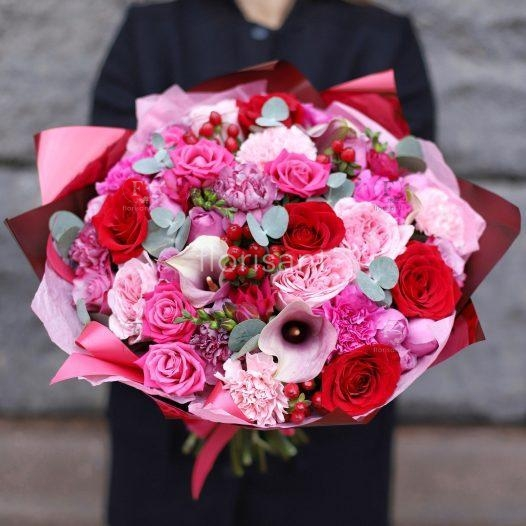 6804E980 219D 407A BA09 D91DE16F6FF8 526x526 - Букет с пионовидными розами и амариллисом N21-020