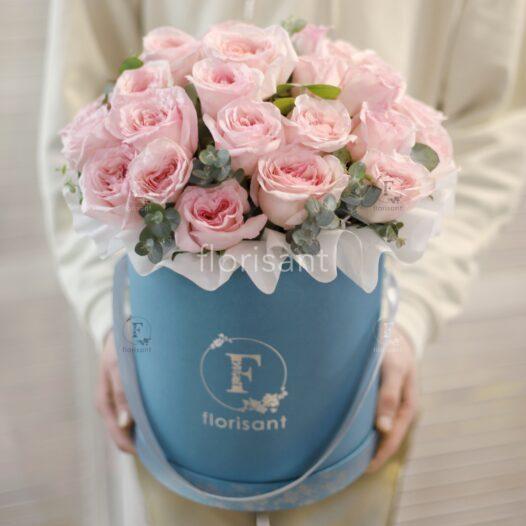 00B9C5FB FC75 4765 AF6E CCEB1F6BA512 526x526 - Букет с нежно-розовыми пионовидными розами и эвкалиптом 1-007