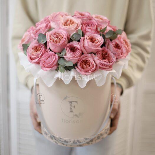 1BF1A564 4D3B 4BB8 8882 3C6AB3C6327B 526x526 - Букет с розовыми пионовидными розами и эвкалиптом 1-007