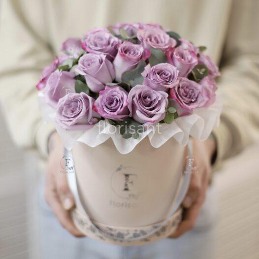 4BDDE774 3071 446B A445 B93E947E6EF3 526x526 - Букет с  сиреневыми розами и эвкалиптом 1-006